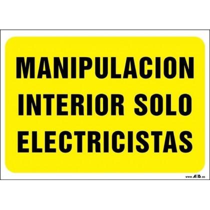 Manipulación interior solo por electricistas