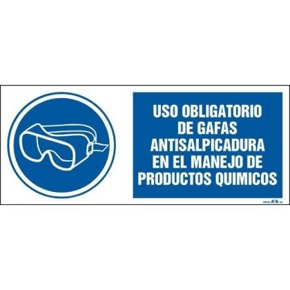 Uso obligatorio de gafas antisalpicadura en manejo de productos químicos