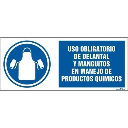 Uso obligatorio de delantal y manguitos en manejo de productos químicos