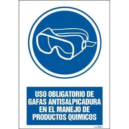 Uso obligatorio de gafas antisalpicadura en el manejo de producto químicos