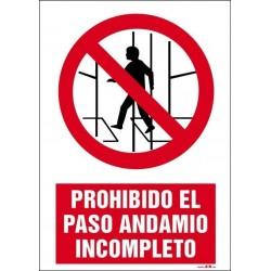 Prohibido el paso andamio incompleto
