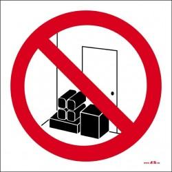 Prohibido depositar materiales. Mantener libre el paso